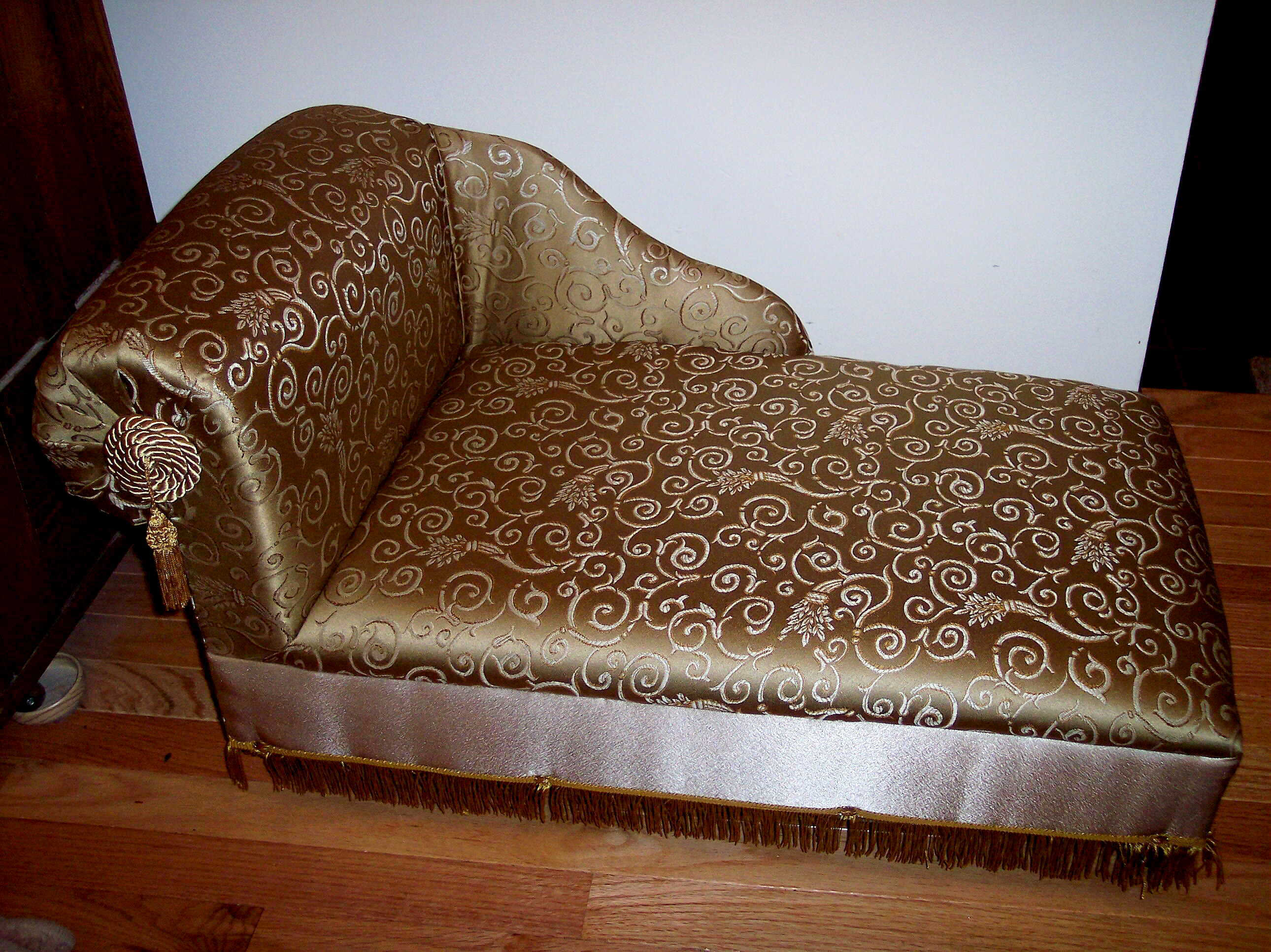 Dog or cat upscale pet bed