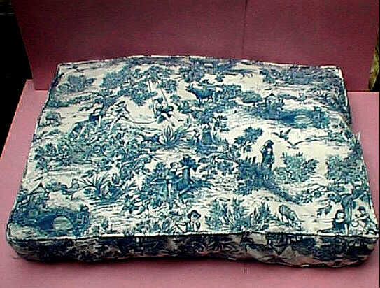 Large Toile Dog or Cat bed.