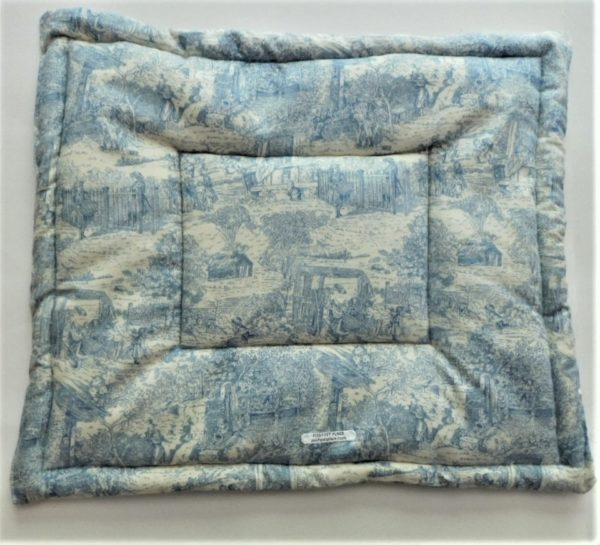 French Toile self warming thermal bed mat for pets.